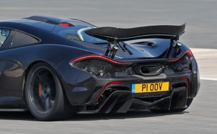 LaFerrari v McLaren P1 v