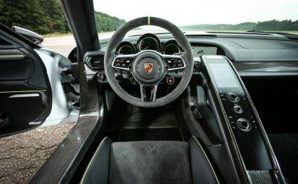 Porsche 918 Spyder centre